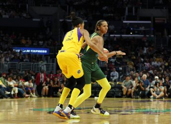 Candace Parker, Mercedes Russell. Maria Noble/WomensHoopsWorld