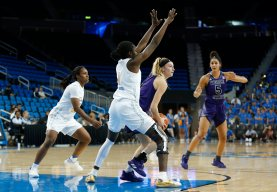 Weber State tries to get around the Bruin screen. Maria Noble/WomensHoopsWorld