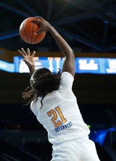 Michaela Onyenwere rebounds. Maria Noble/WomensHoopsWorld
