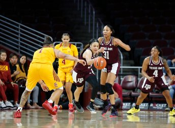 Chennedy Carter breaks away from the Trojan defense. Maria Noble/WomensHoopsWorld