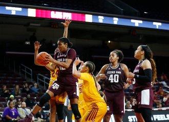 Cheah Rael-Whitsitt snags the rebound. Maria Noble/WomensHoopsWorld