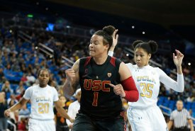 Kayla Overbeck reacts after committing a turnover. Maria Noble/WomensHoopsWorld