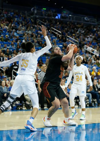 Alissa Pili puts up a shot. Maria Noble/WomensHoopsWorld