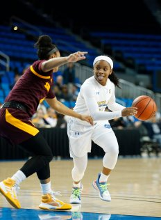 Senior point guard Japreece Dean initiates a drive. Maria Noble/WomensHoopsWorld.