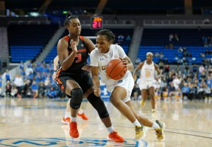 Charisma Osborne runs past the defense. Maria Noble/WomensHoopsWorld.