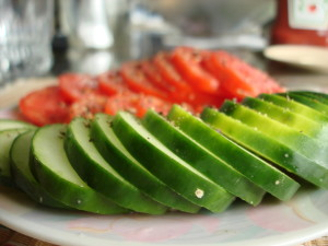 Sliced_cucumbers_and_tomatoes