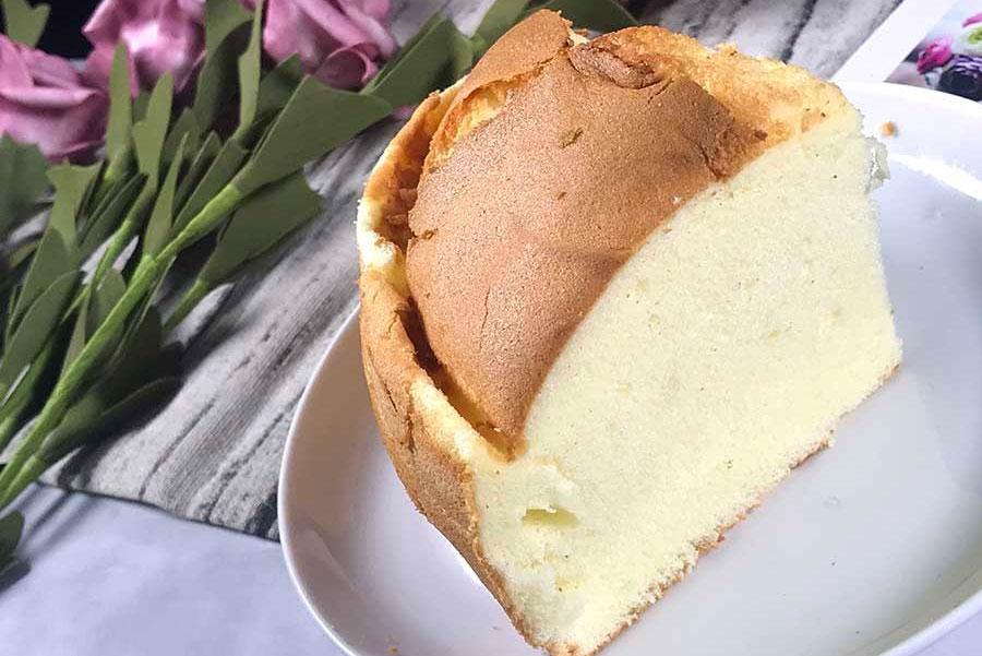 台北伴手禮,新竹發跡「春上布丁蛋糕」銅板價美食輕鬆擁有,綿密帶點濕潤感的蛋糕體,如布丁般的口感,吃起來細緻舒服