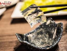 台北>士林區>天母新開幕特色火鍋,洛白宴,整塊膠原蛋白凍丟入粵式白湯底,清爽又入味,搭配手工蛋餃必點