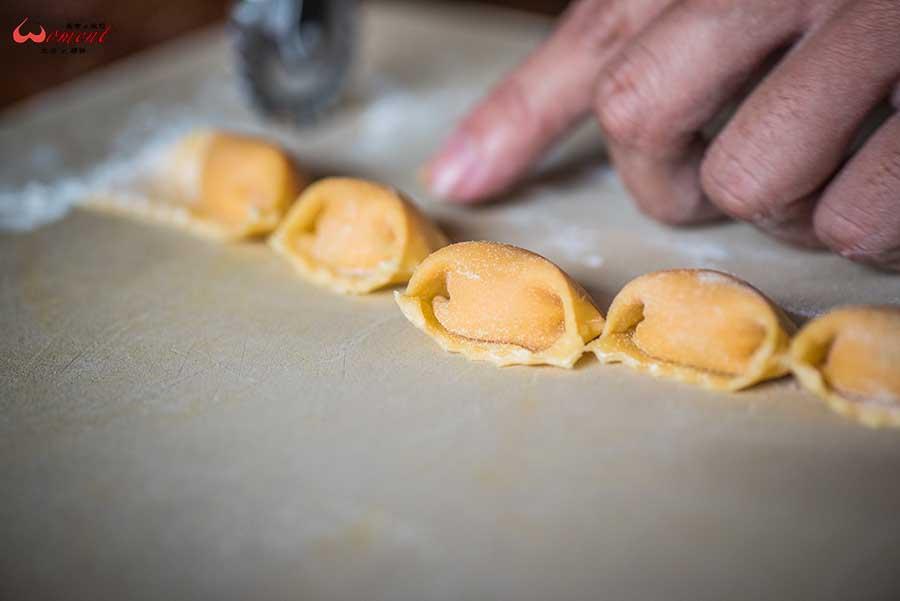 【淡水商圈美食-艾莉斯餐酒館】第二代接手主廚,加入義大利麵食元素,讓20多年的淡水老字號,融合義式手法創新料理,更有淡水人情味