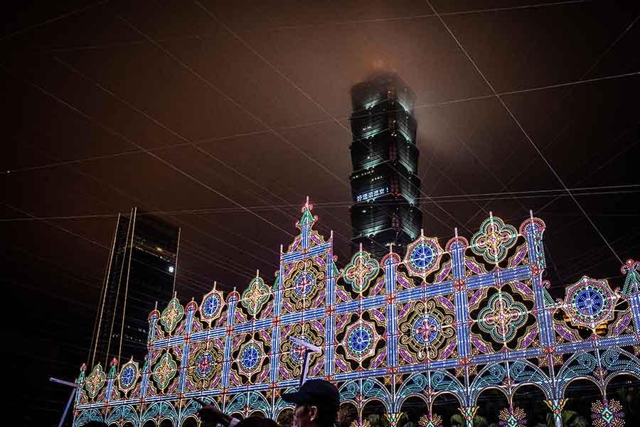 【2019台北燈會-光之饗宴】光雕裝置藝術展 (Luminarie) 現場拍攝照片分享,順便整理汽、機車可停車位置與捷運交通資訊。