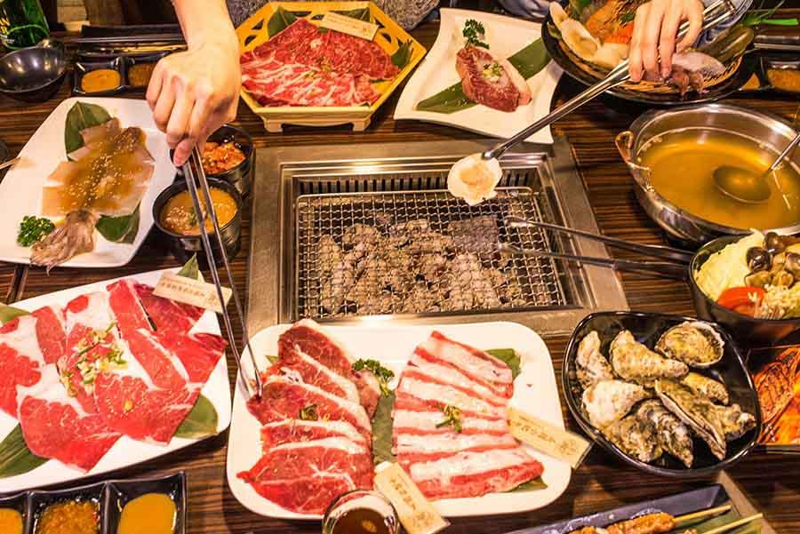 永和燒肉、燒烤餐廳「饗鮮肉」火烤兩吃單點吃到飽,精心熬煮湯底,及單點水準的鮮嫩嚴選肉品與海鮮供應,大吃烤肉推薦
