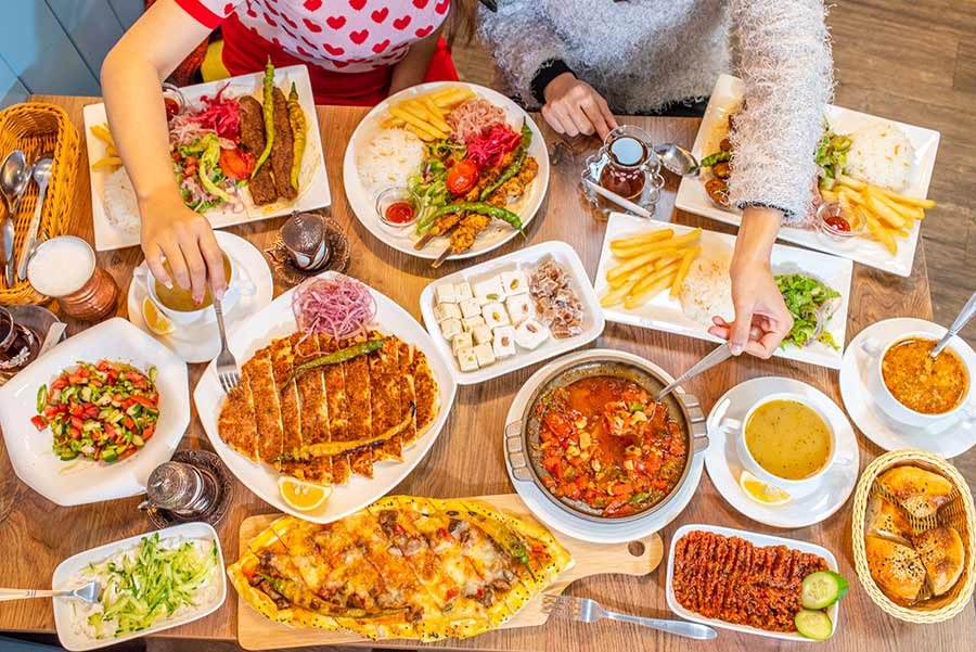台北異國料理餐廳推薦【卡帕土耳其料理】道地酸奶、烤肉、燉菜及土耳其傳統口味披薩,顛覆味蕾想像!店內土耳其風格擺設,還能買土耳其在地的飾品手鍊