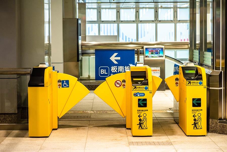 環狀線開通!國內首創【單程票轉乘閘門】20分鐘內免費轉乘,免去旅客二次購票的不便,卻讓網友有這些疑慮