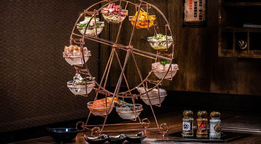 台北燒烤吃到飽,這家位於新北頂級燒肉餐廳「饗鮮肉」推出葡萄蝦、法國海螺等稀有食材!超夢幻「摩天輪」端上桌,吸睛又美味