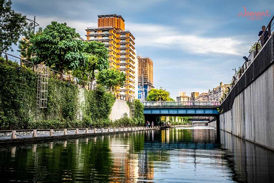 新莊宏匯廣場附近景點 - 中港大排水上步道
