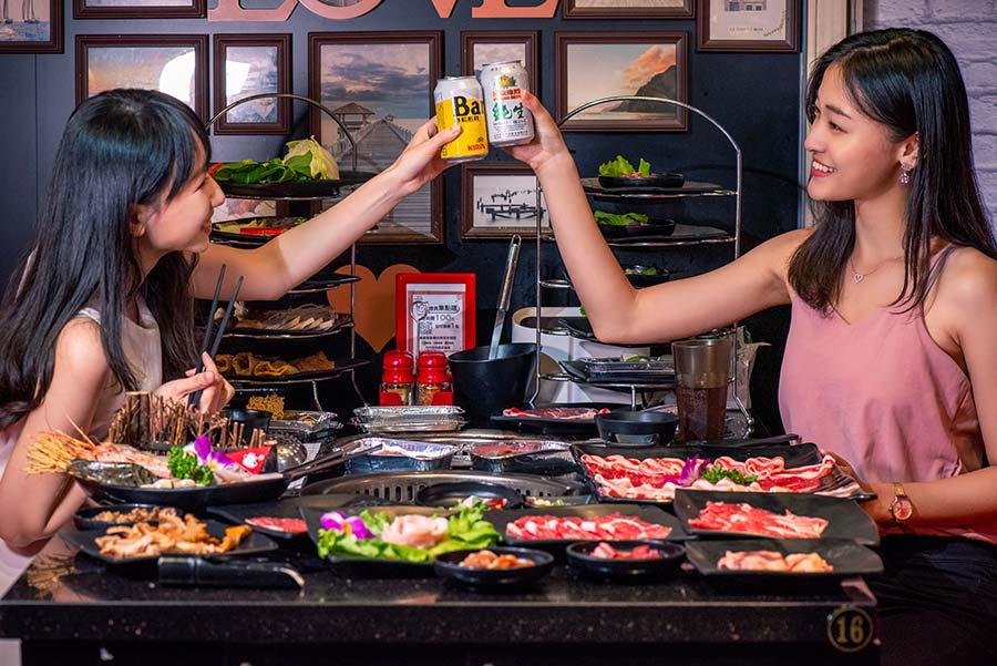 西門火鍋吃到飽推薦【小蒙牛】西門店,有秘制蒙古養生鍋與麻辣鍋湯底、精緻燒烤還有「獨家」8道創意新吃法