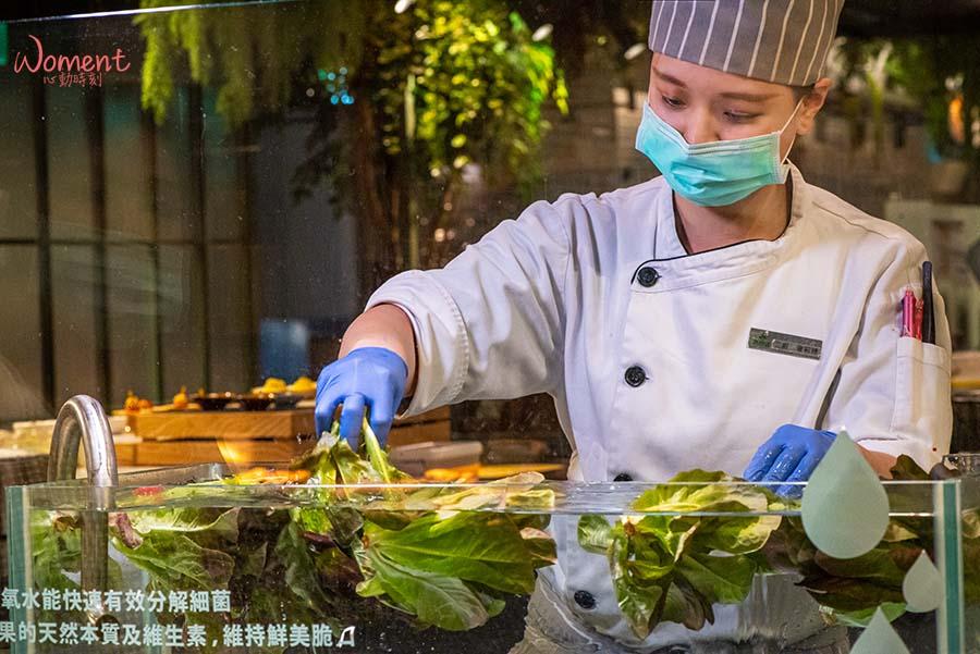 蔬食素食餐廳-吃到飽推薦果然匯 - 新鮮蔬菜清洗