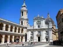 Loreto 4 Platz vor der Basilika Eingang