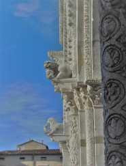 lucca-7-10-kathedrale-san-martino-portal-detail