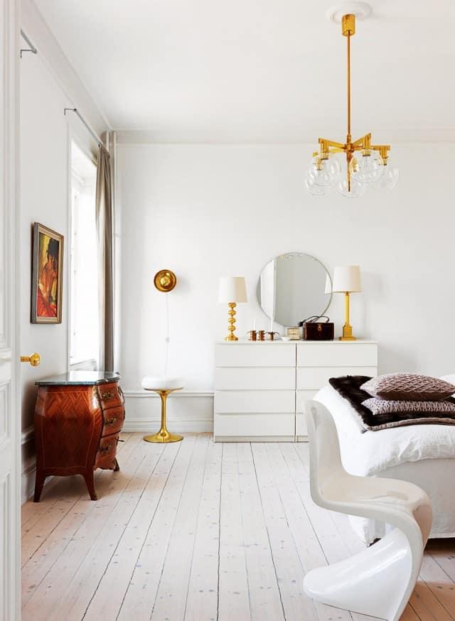 La superficie del soffitto può essere semplicemente dipinta e decorata con rosoni di gesso o poliuretano. Arredare Casa Con Mobili Antichi E Moderni Qualche Consiglio