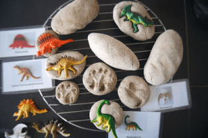 dinosaur fossils party game