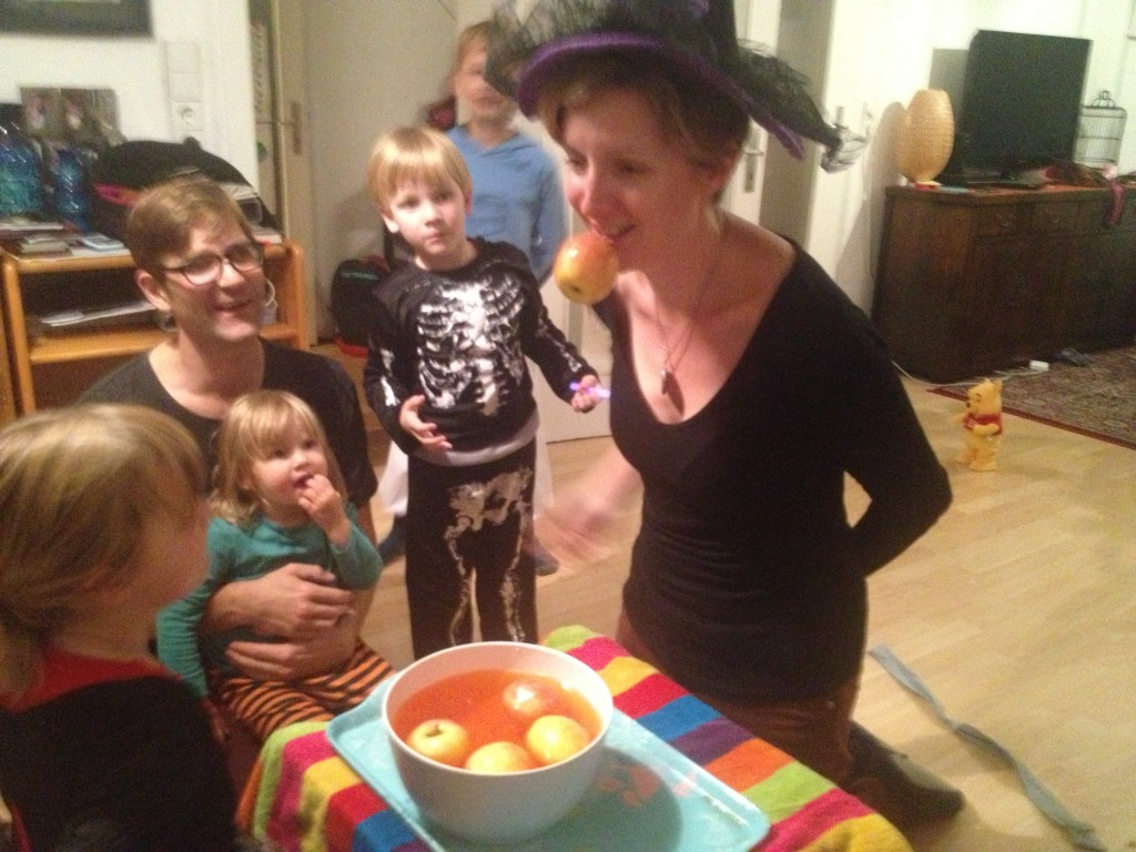 apple bobbing halloween game