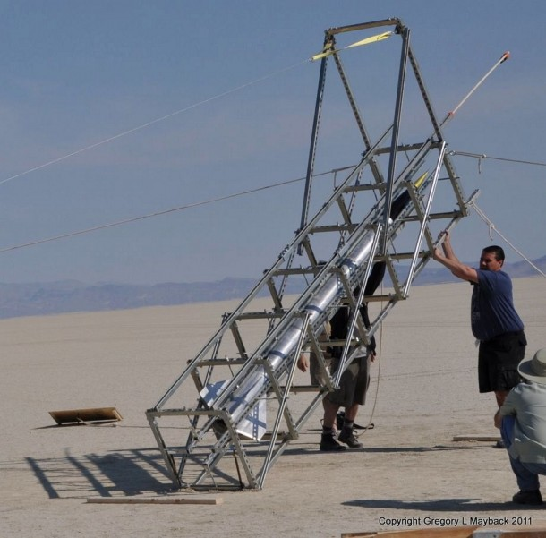 Homemade Rocket Reaches a Height of 121,000 ft15