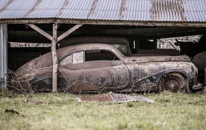 French Guy Finds 60 Vintage Cars In Family Farmhouse After 50 Years Of Neglect What A Luck