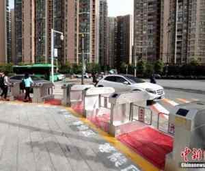 jaywalking-China2-750x513