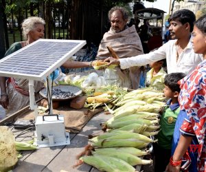Selvamma Uses Solar Power For Roasting Corn Now!