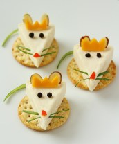 Take cheese and crackers to a whole new level with these festive cheese bites that kids can construct themselves!