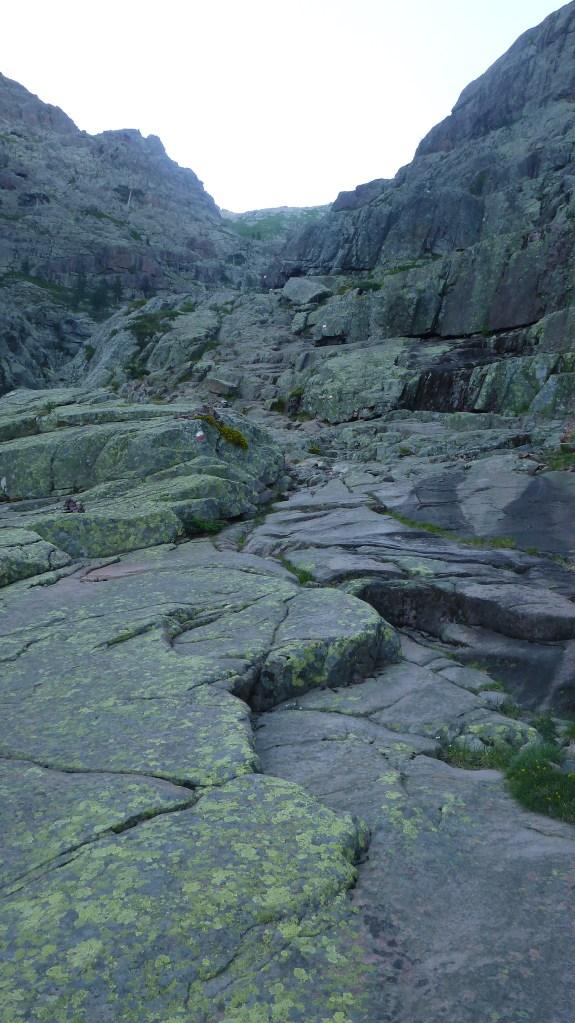 Passage sur des plaques rocheuses