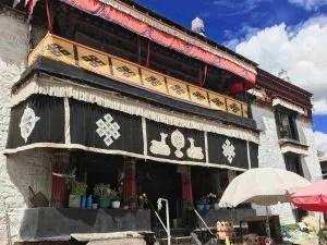 Meru Nyingba Monastery in Lhasa