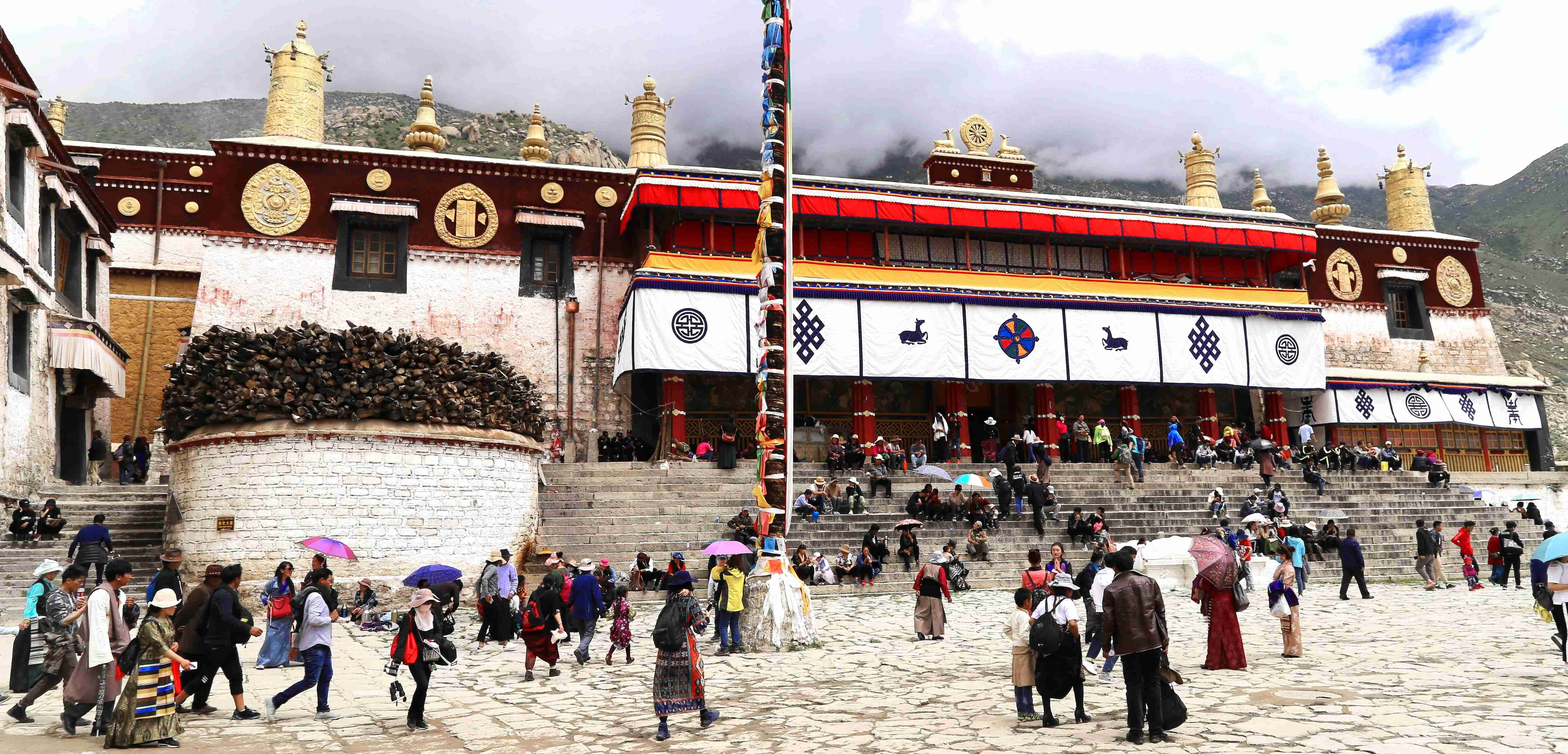 Drepung monastery during Shoton Festival