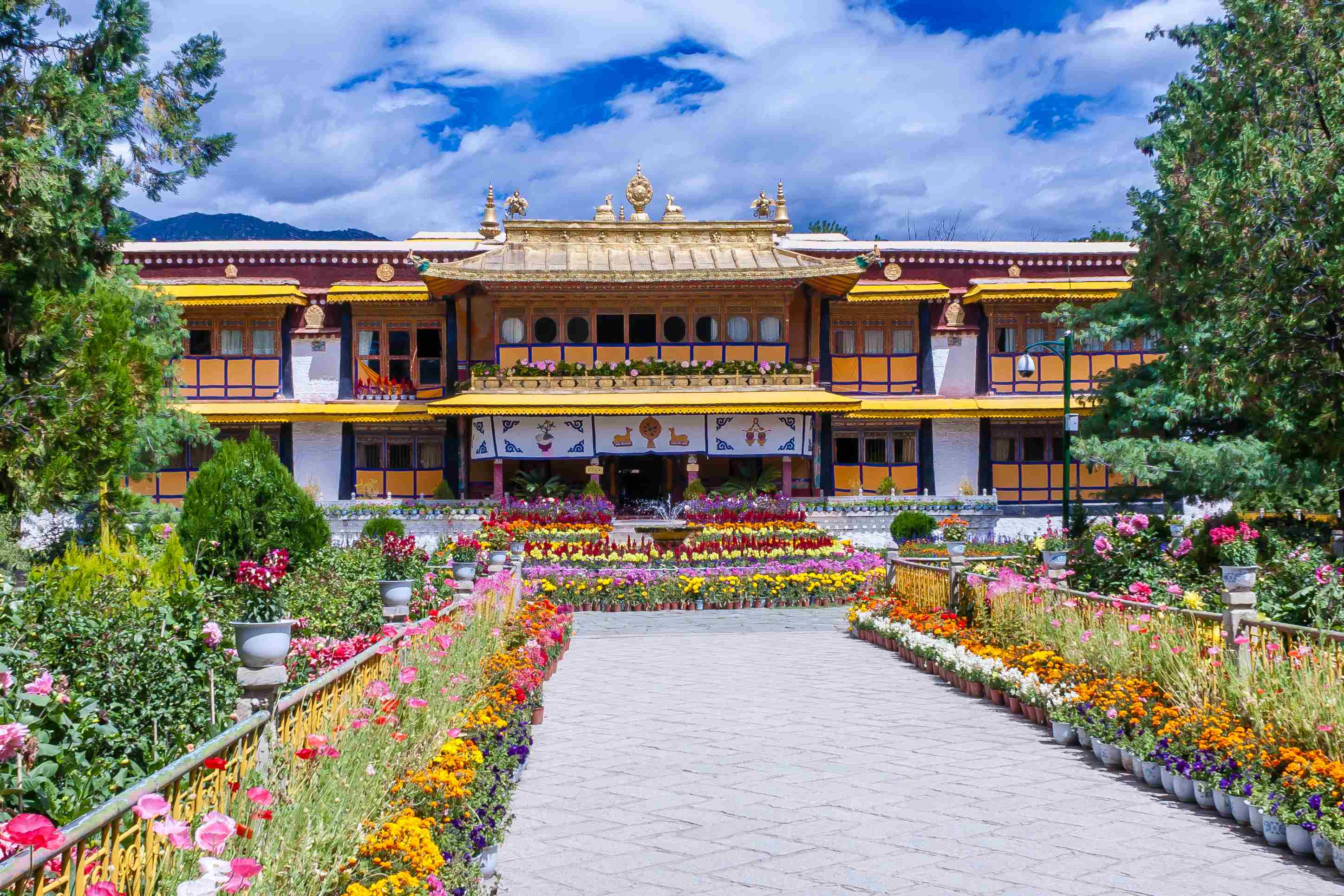 Norbulingka The Summer Residence of Dalai Lama in Lhasa