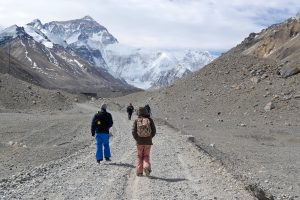 Hikers on the road towards Mount Everest