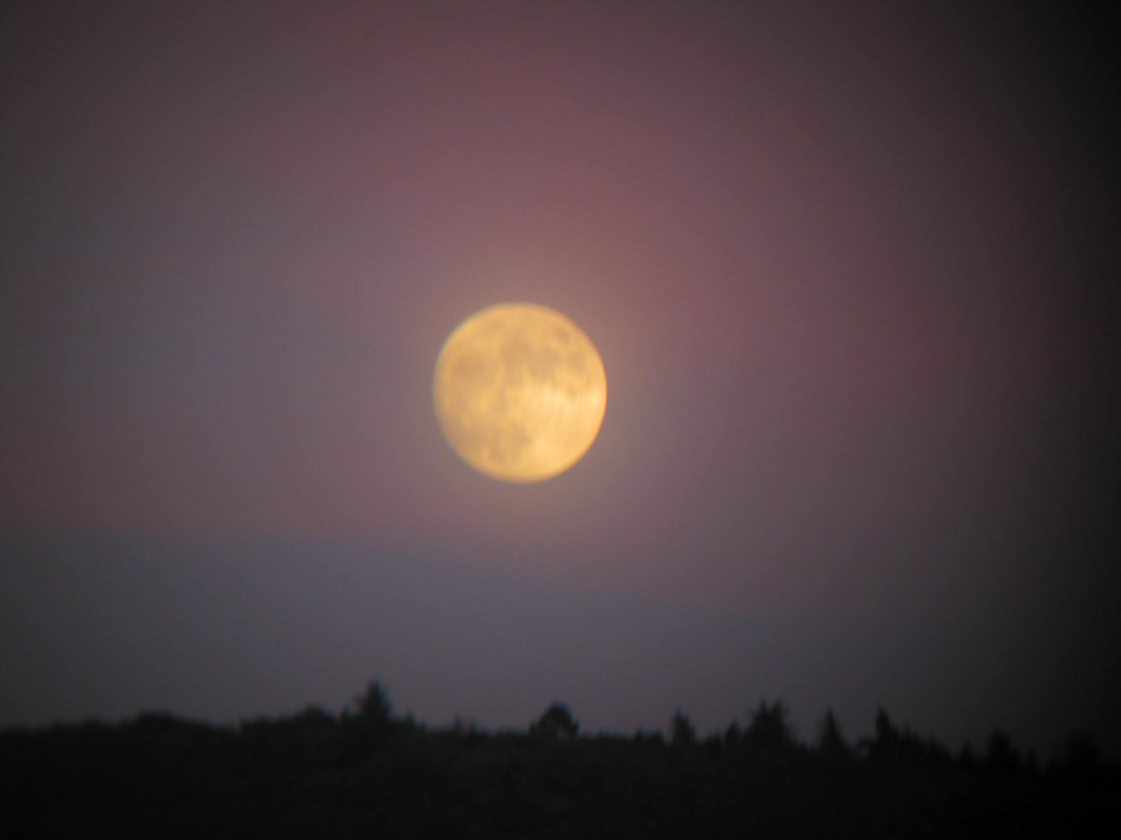 Choose, moon above the Luberon