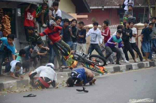 Apa yang anda fikirkan tentang foto ini Momen Kecelakaan