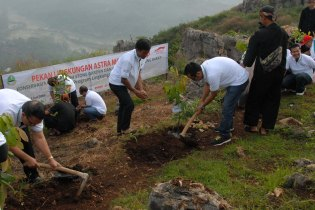 AHM bersama Dinas Kebudayaan dan Pariwisata Bandung Barat melakukan penanaman 8.000 pohon di lokasi Eco Wisata Gua Pawon Citatah Bandung Barat, Jawa Barat. Kegiatan ini merupakan bagian dari upaya AHM berkontribusi menjadikan Jabar sebagai wilayah yang asri dan nyaman untuk generasi sekarang maupun masa datang.