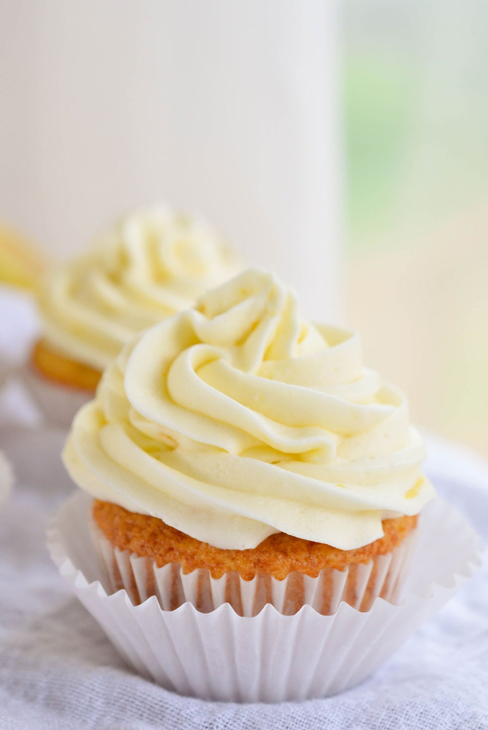 Easy Lemon Cupcakes made with Lemon Crème pie filling. A quick and easy lemon dessert!