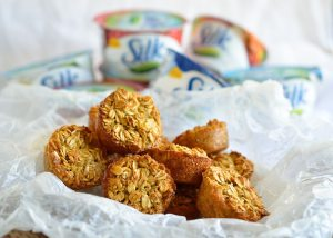 Healthy Oatmeal Muffin Dippers make the perfect grab n go breakfast! These mini oatmeal muffins are dairy free, gluten free and perfect for dipping into Silk Yogurt. A great back to school breakfast recipe!