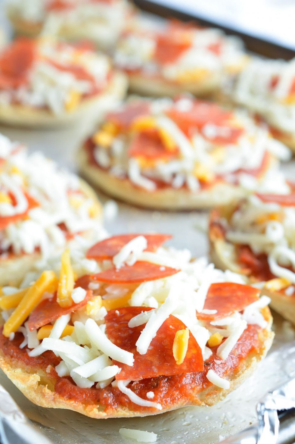 English Muffin Mini Pizzas are a fun and easy dinner for kids! These pizzas and homemade Italian Ranch Dressing make the perfect pair!