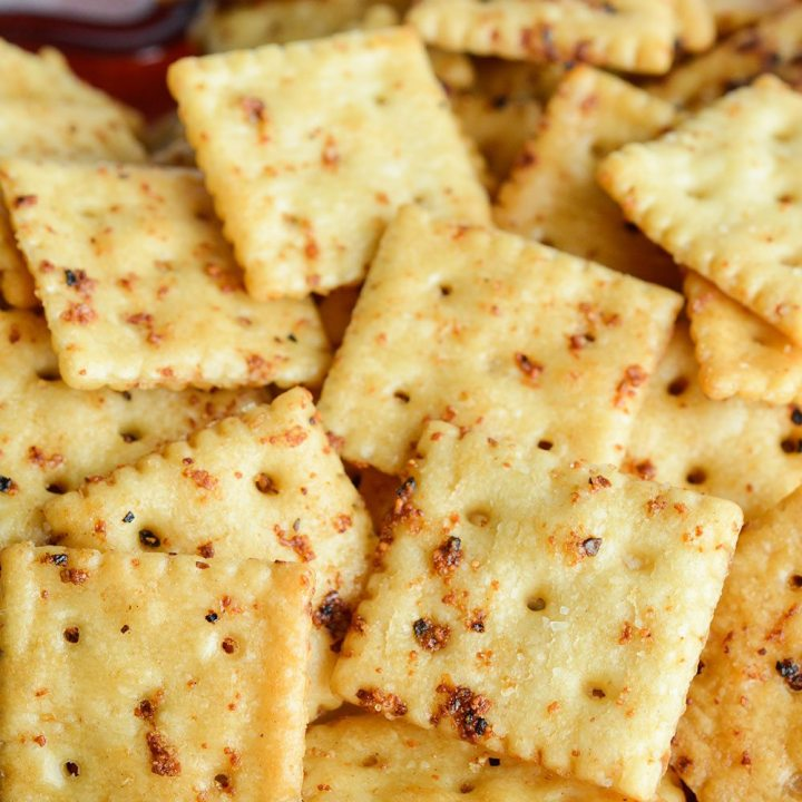Throw an fun holiday party with Mocktails and Zesty Italian Seasoned Crackers! A mocktail beverage station is perfect for adults and kids. And these flavorful crackers are perfect for snacking on before the holiday feast!