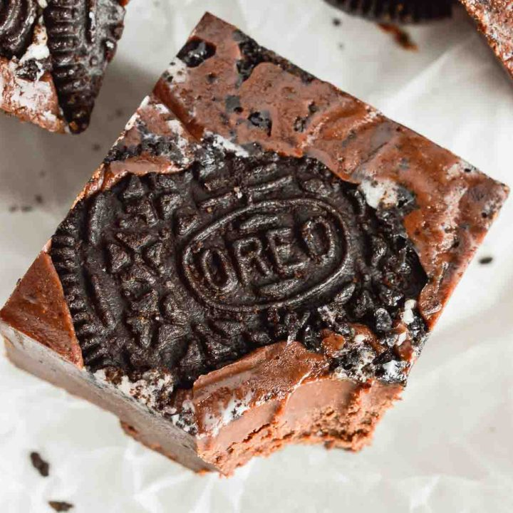 Easy Oreo Microwave Fudge takes 10 minutes to prep and tastes Unbelievable! Perfect for those chocolate cravings or as a homemade holiday gift idea.