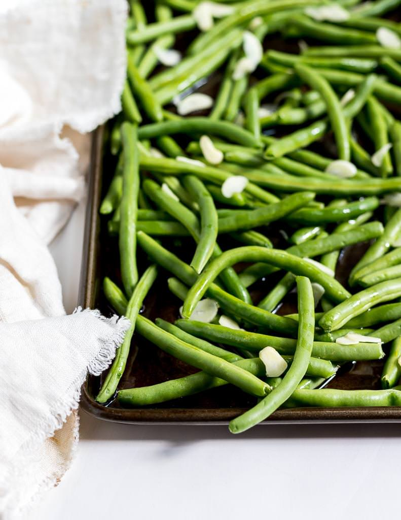 fresh green beans and garlic about to be roasted