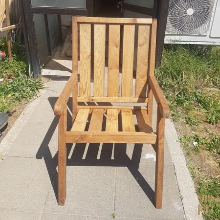 כיסא יחיד מעץ אורן