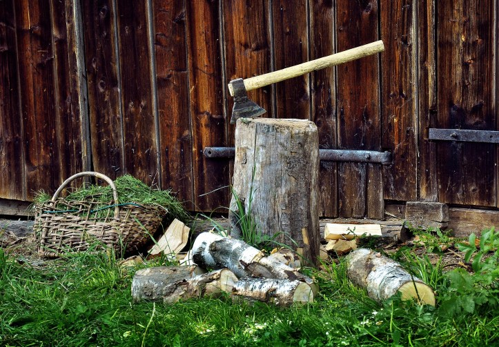 how to chop and store firewood