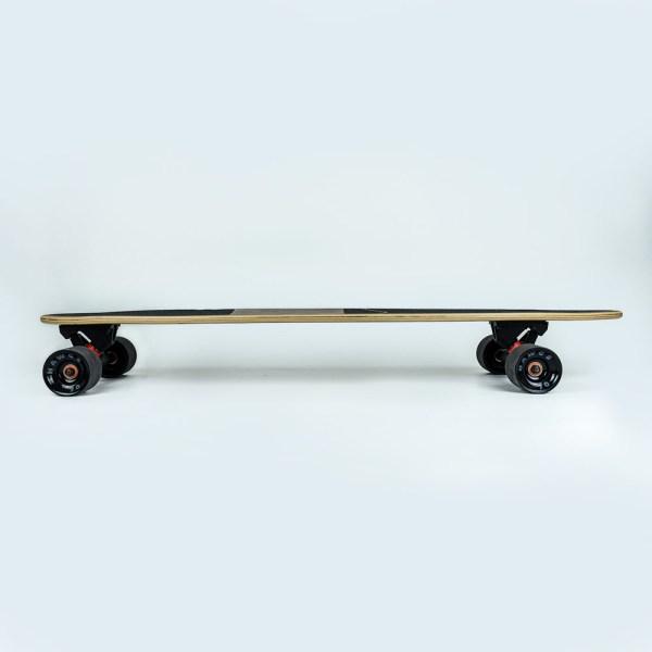 Longboard en bois de profil