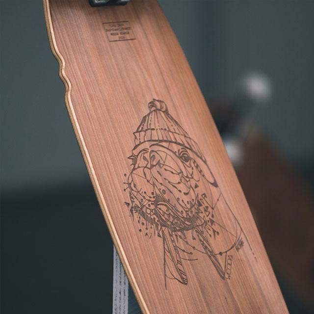 skateboard en bois avec gravure laser