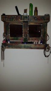 Schminkregal aus Einweg - Palette, ideal für Girlies,660mm breit, 460mm hoch, 150mm tief, mit Spiegel und vielen Ablagemöglichkeiten